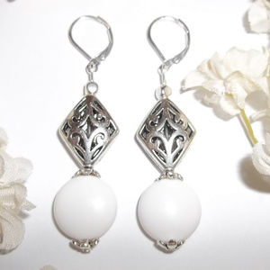 White and Silver Earring Set Woman Jewelry 3792